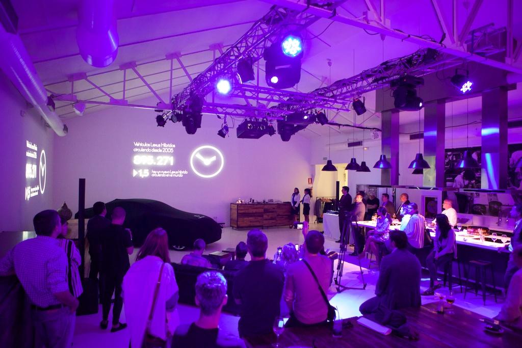 Montaje audiovisual de Tangram Publicidad para el 10 aniversario de Lexus H