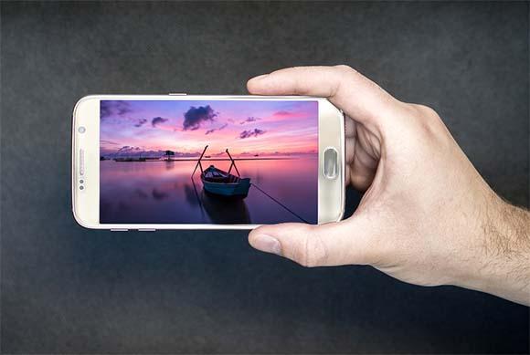 smartphone con un vídeo turístico