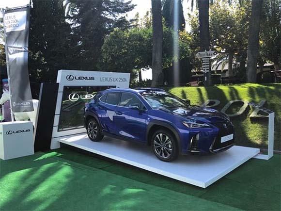 Peana para el vehículo de Lexus