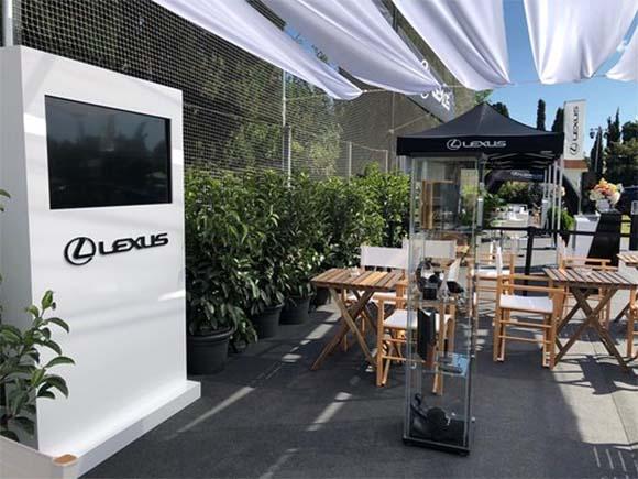 Vista desde el interior del stand de Lexus en el CSIO Barcelona